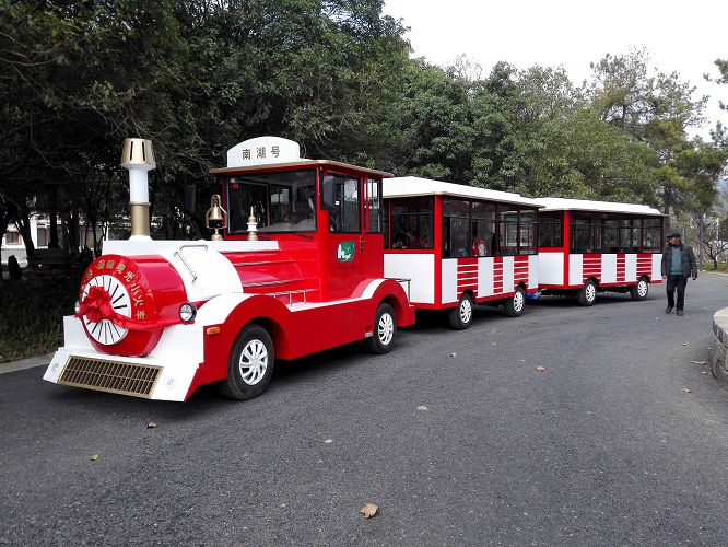 Take Dising sightseeing train, share happiness with you.