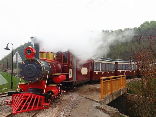<b>Anji is beautiful, the sightseeing train is convenient.</b>