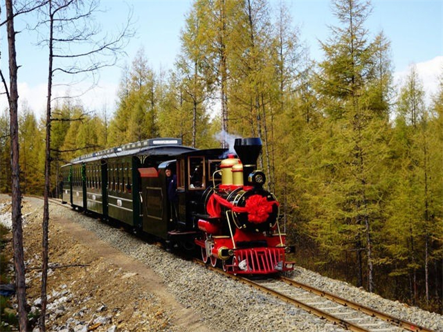 Take sightseeing train to enjoy the best scenery.