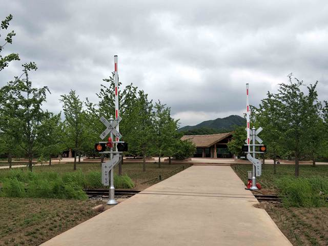 Track Train Gate signal light